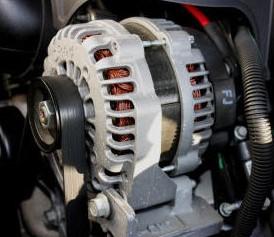 Električna avtomobilska naprava ali alternator